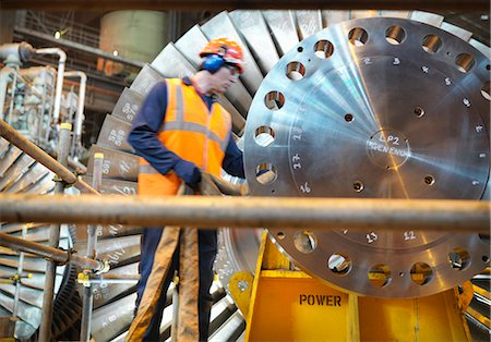 Worker inspects turbine in power station Stock Photo - Premium Royalty-Free, Code: 649-03883725