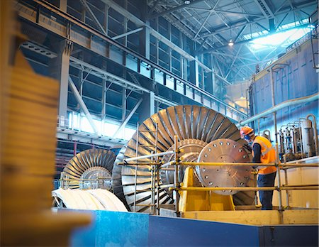 Worker inspects turbine in power station Stock Photo - Premium Royalty-Free, Code: 649-03883743