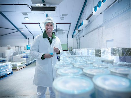 food processing plant - Worker with yogurt in dairy cold store Stock Photo - Premium Royalty-Free, Code: 649-03883775