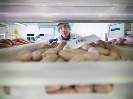 food processing plant - Worker inspecting sausages in factory Stock Photo - Premium Royalty-Free, Code: 649-03883842