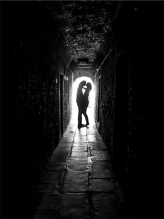 Italy, Venice, Young couple kissing in archway Stock Photo - Premium Royalty-Free, Code: 640-06050086
