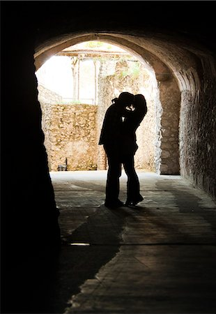 Italy, Venice, Young couple kissing in archway Stock Photo - Premium Royalty-Free, Code: 640-06050251