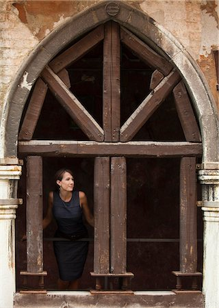 Italy, Venice, Woman standing in arcade Stock Photo - Premium Royalty-Free, Code: 640-06050329