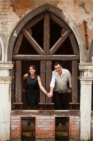 Italy, Venice, Couple standing in arcade Stock Photo - Premium Royalty-Free, Code: 640-06050333