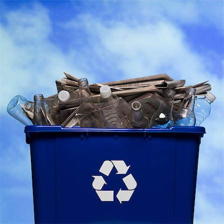 full recycling bin Stock Photo - Premium Royalty-Free, Code: 640-06051131