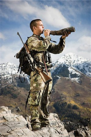man hunting in the wilderness Stock Photo - Premium Royalty-Free, Code: 640-06052095