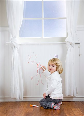 child drawing on the wall Stock Photo - Premium Royalty-Free, Code: 640-08089709