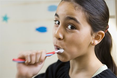 preteen girls bath - Close-up of a girl brushing her teeth Stock Photo - Premium Royalty-Free, Code: 640-01350791