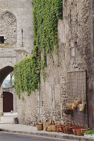 Vines on the wall of a building Stock Photo - Premium Royalty-Free, Code: 640-01365923