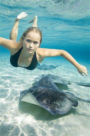 Portrait of a teenage girl swimming underwater Stock Photo - Premium Royalty-Free, Code: 640-01362784
