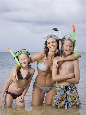 Portrait of a mother and her children wearing snorkel gear Stock Photo - Premium Royalty-Free, Code: 640-02764453