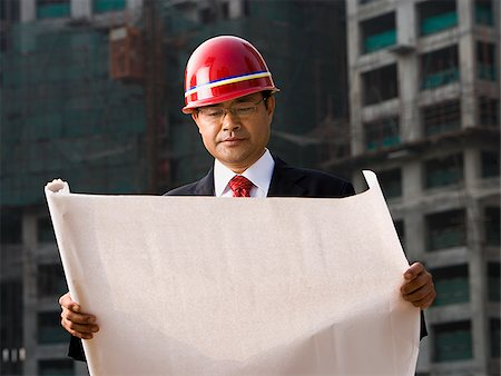 planner - Construction site foreman with blueprints outdoors Stock Photo - Premium Royalty-Free, Code: 640-02775506