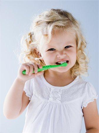 little girl brushing her teeth Stock Photo - Premium Royalty-Free, Code: 640-02952434