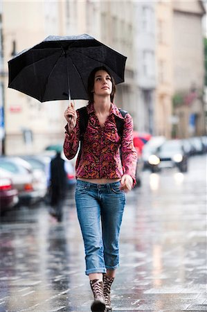 Woman walking down the street in the rain Stock Photo - Premium Royalty-Free, Code: 640-03258654