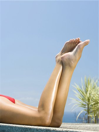 Profile of a adult woman sunbathing at the pool Stock Photo - Premium Royalty-Free, Code: 640-03265645