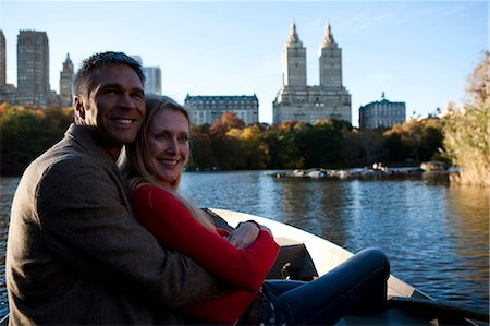 Couple sitting by water Stock Photo - Premium Royalty-Free, Code: 640-03261949