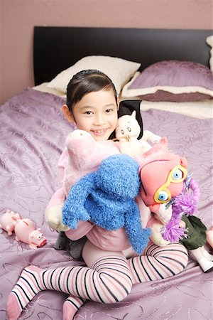 pantyhose kid - Girl playing with dolls in bed Stock Photo - Premium Royalty-Free, Code: 642-01735286