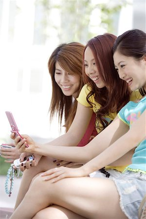 Young women with mobile phone Stock Photo - Premium Royalty-Free, Code: 642-01735863