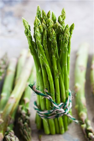 A bundle of green asparagus Stock Photo - Premium Royalty-Free, Code: 659-06154120
