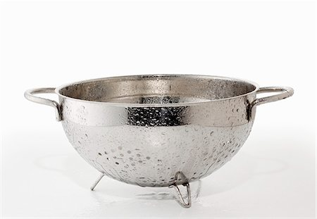 A dripping colander Stock Photo - Premium Royalty-Free, Code: 659-06154377