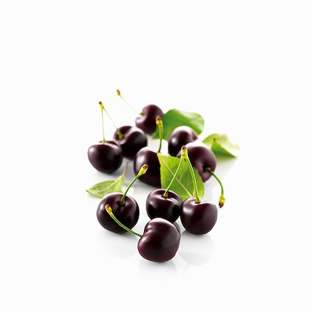 Black cherries with stem and leaves Stock Photo - Premium Royalty-Free, Code: 659-06154430