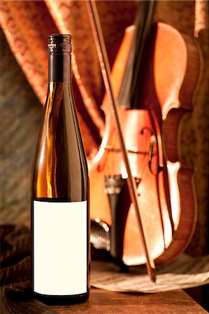 sheet music background - Bottle of White Wine; Violin Stock Photo - Premium Royalty-Free, Code: 659-06154905