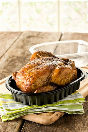 Rotisserie Chicken in Plastic Container with Lid Off Stock Photo - Premium Royalty-Free, Code: 659-06155182