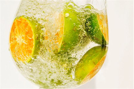 sparkling - Citrus fruits in a glass of water Stock Photo - Premium Royalty-Free, Code: 659-06155532