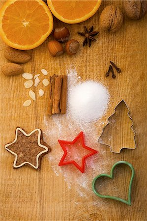 Christmas biscuits, baking ingredients and cutters, seen from above Stock Photo - Premium Royalty-Free, Code: 659-06155980