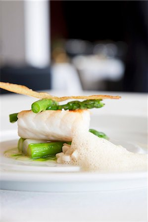 Sea bass with asparagus and crab foam Stock Photo - Premium Royalty-Free, Code: 659-06151876