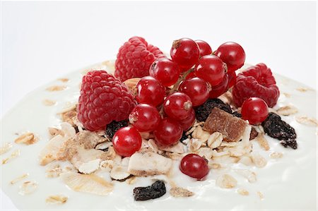 Berry muesli on a dollop of yogurt (close-up) Stock Photo - Premium Royalty-Free, Code: 659-06152073