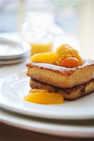 french (places and things) - French Toast Made with Brioche; Topped with Marinated Oranges and Kumquats Stock Photo - Premium Royalty-Free, Code: 659-06153997