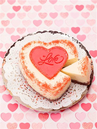 Heart-shaped cheesecake for Valentine's Day Stock Photo - Premium Royalty-Free, Code: 659-06185283