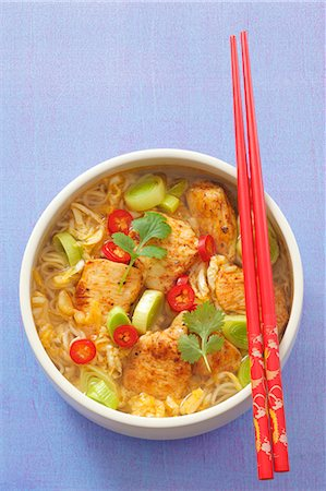 spicy - Spicy noodle soup with chicken, leak, chillis and coriander (Asia) Stock Photo - Premium Royalty-Free, Code: 659-06186256