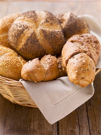 Assorted bread rolls in a bread basket Stock Photo - Premium Royalty-Free, Code: 659-06186372