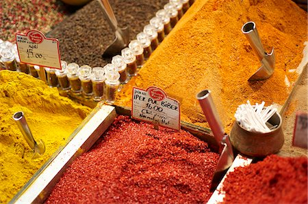 Various spices on a Turkish market Stock Photo - Premium Royalty-Free, Code: 659-06186673