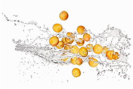 drop - Apricots and a splash of water Stock Photo - Premium Royalty-Free, Code: 659-06187085