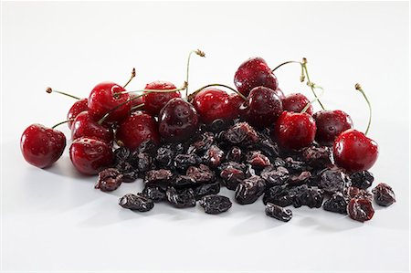 dry - Small Wooden Bowl of Dried Cherries with a Fresh Cherry Stock Photo - Premium Royalty-Free, Code: 659-06187150