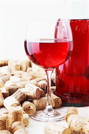 A bottle and a glass of wine and corks Stock Photo - Premium Royalty-Free, Code: 659-06187188