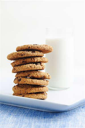 Stack of Chocolate Chip Cookies with a Glass of Milk Stock Photo - Premium Royalty-Free, Code: 659-06187309