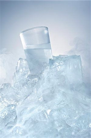 Vodka glass in a block of ice Stock Photo - Premium Royalty-Free, Code: 659-06188075