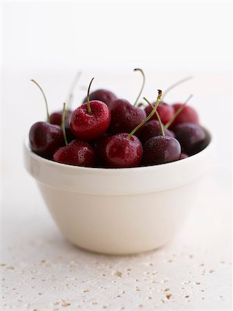 A bowl of wet cherries Stock Photo - Premium Royalty-Free, Code: 659-06188501