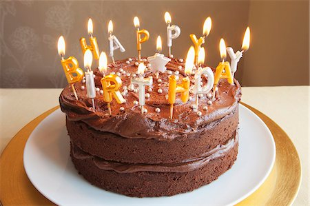 sweet   no people - A chocolate birthday cake with lots of candles Stock Photo - Premium Royalty-Free, Code: 659-06183926