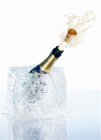 An open champagne bottle Stock Photo - Premium Royalty-Free, Code: 659-06306242