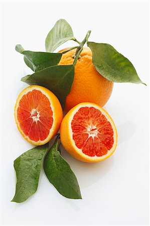 Blood oranges, whole and halved, with leaves Stock Photo - Premium Royalty-Free, Code: 659-06306516