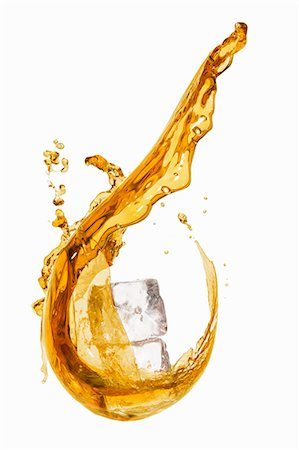 splash - A splash of whiskey with ice cubes Stock Photo - Premium Royalty-Free, Code: 659-06306570