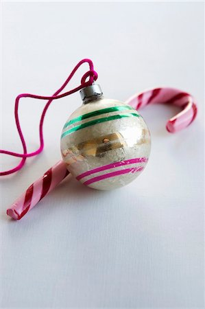 decorative - A Christmas tree bauble and a candy cane Stock Photo - Premium Royalty-Free, Code: 659-06307376