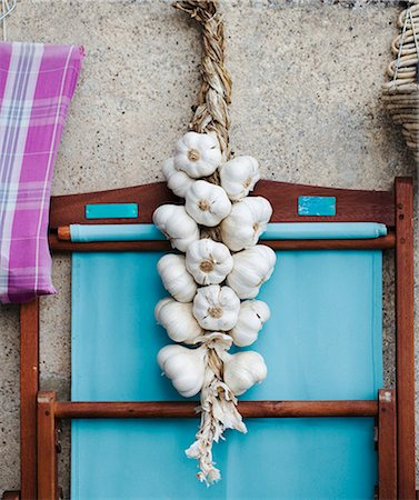 A rope of garlic Stock Photo - Premium Royalty-Free, Code: 659-06307511