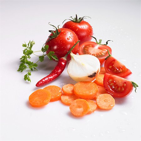 Freshly washed sliced carrots, onions, tomatoes, chilli peppers and chervil Stock Photo - Premium Royalty-Free, Code: 659-06307624