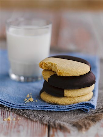Biscuits with chocolate glaze and a glass of milk Stock Photo - Premium Royalty-Free, Code: 659-06307886